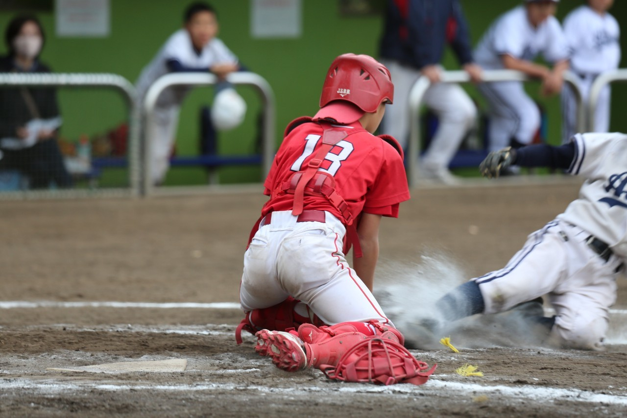 野球クロスプレイ